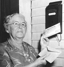 picture of Ida May Fuller holding check