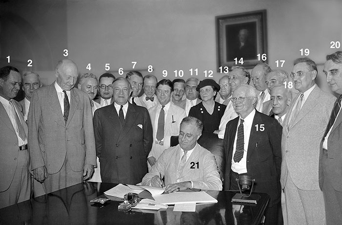 of people present at the signing of the 1935 social security act